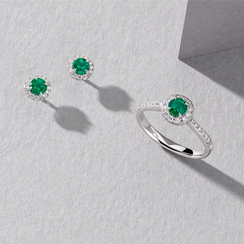 DISCOVER LUXURIOUS AND VELVETY GREEN HUES