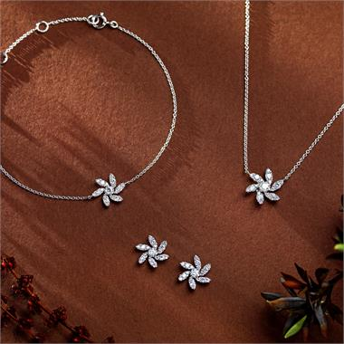 18ct White Gold Flower Design Diamond Necklace 0.36ct thumbnail