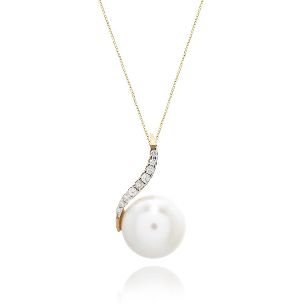 18ct Yellow Gold Freshwater Pearl and Diamond Pendant Thumbnail Image 0