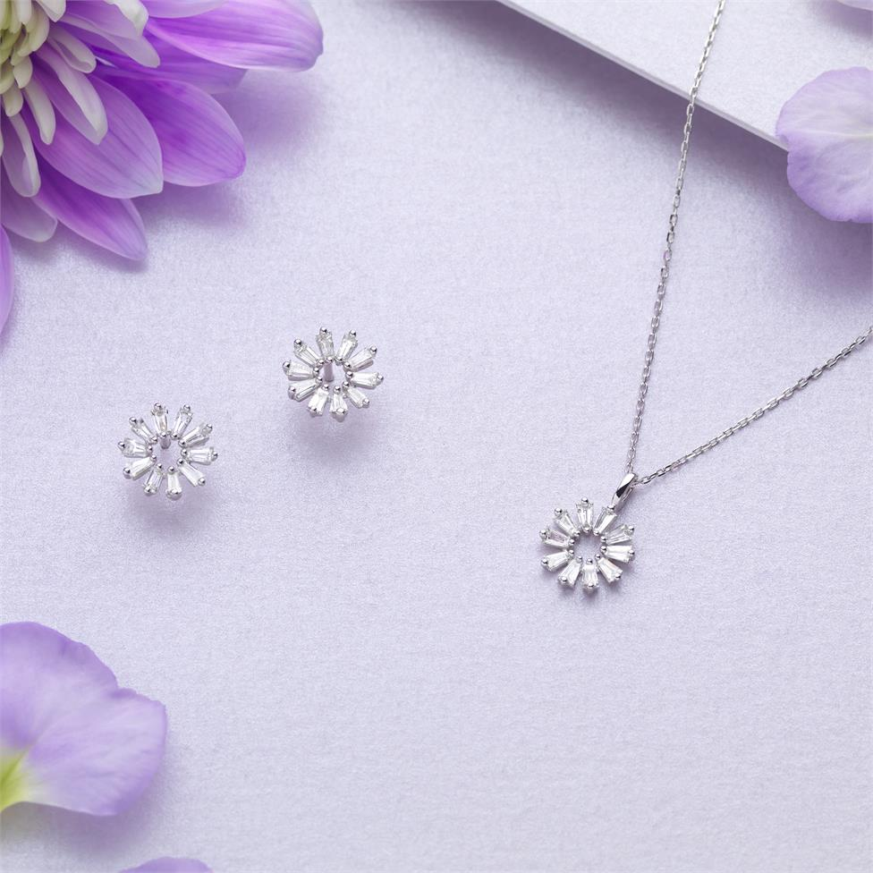 18ct White Gold Baguette Diamond Necklace 0.16ct Thumbnail Image 1