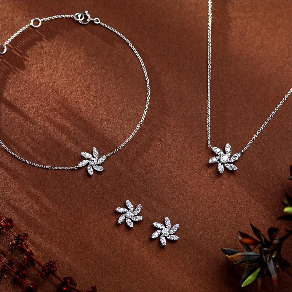 18ct White Gold Flower Design Diamond Bracelet 0.20ct Thumbnail Image 1