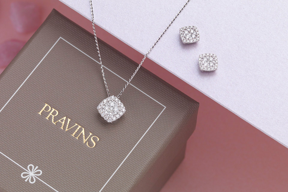 SPARKLING GIFTS TO WARM THEIR HEART